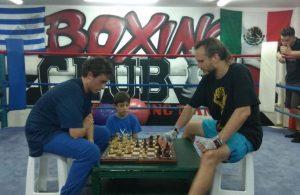 Ο σκακιστής φαινόμενο προπόνησε τους… πυγμάχους του ΠΑΟ Κέρκυρας